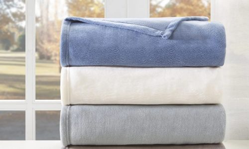 What Are The Uses Of A Fleece Blanket?