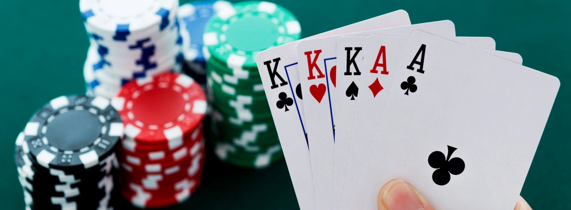 Play poker online and make real money without investing a large capital