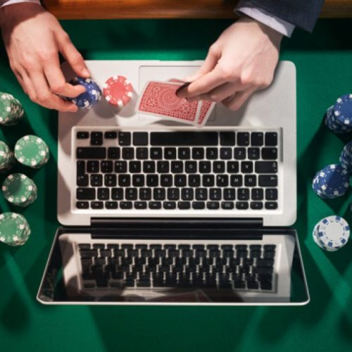 Why Play Poker Online? Top 4 Reasons And Benefits