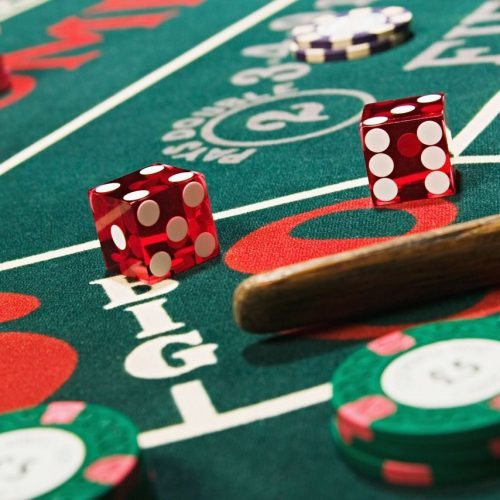 What are the important features of baccarat online?